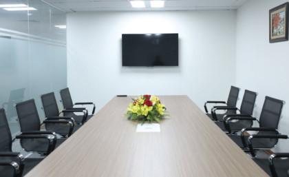Phòng họp chung với đầy đủ các tiện nghi như mạng internet, wifi, màn trình chiếu...